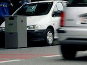 Ein Töfffahrer passierte in Hildisrieden LU eine mobile Geschwindigkeitskontrolle mit 173 km/h. (Bild: KEYSTONE/SALVATORE DI NOLFI)