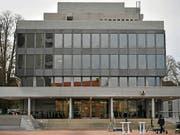 Ein 42-jähriger Mann, der den kleinen Sohn seiner Freundin zu Tode schüttelte, muss 13 Jahre ins Gefängnis. Das Aargauer Obergericht bestätigte den Schuldspruch. (Bild: KEYSTONE/WALTER BIERI)