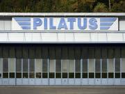 Hat der Stanser Flugzeugbauer Pilatus gegen das sogenannte Söldnergesetz verstossen? Mit dieser Frage beschäftigt sich nun auch die Bundesanwaltschaft in einem Strafverfahren. Dieses läuft gegen unbekannt. (Bild: KEYSTONE/URS FLUEELER)