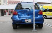 Das Heck des Autos wurde zerbeult. Der Sachschaden beträgt insgesamt mehrere tausend Franken. Die Ambulanz brachte die Verletzten ins Spital. (Bilder: Stadtpolizei St.Gallen - 11. Juli 2019)