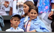Die Kinder waren zwar nicht im Stadion, fieberten aber von Zuhause aus mit, wie Roger Federer nach dem Halbfinal-Sieg sagte. (Bild: Keystone)