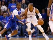 Russell Westbrook (am Ball) wechselt zu den Houston Rockets (Bild: KEYSTONE/AP/SUE OGROCKI)