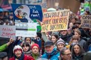 Der Klimawandel treibt nicht nur die Jungen um, auch ältere Semester nahmen an den verschiedenen Klimademos in St.Gallen teil. Dem tragen die Grünen bei den Nationalratswahlen vom 20. Oktober mit einer List mit zwölf Klimaseniorinnen und Klimasenioren Rechnung. (Bild: Urs Bucher - 15. März 2019)