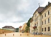 Regenwolken über dem Landtagsgebäude in Vaduz. (Bild: Alamy)