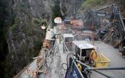 An der Bristenstrasse werden auch in diesem Jahr wieder Felssicherungsarbeiten vorgenommen. (Bild: Corinne Glanzmann, Bristen, 11. April 2017.)
