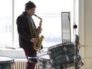 Omri Ziegele ist Saxofonist, Bandleader, Veranstalter und Vermittler in Sachen Free Music und Jazz. (Bild: Keystone/GAETAN BALLY)