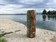 Dieses Relikt aus dem Ersten Weltkrieg, eine Artilleriegranate, befand sich in unmittelbarer Nähe zum Ufer des Zugersees. (Bild: PD/Zuger Polizei)