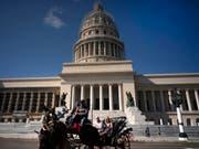 Das kubanische Parlament mit Sitz im Kapitol in Havanna wird nach der nächsten Wahl von 605 auf 474 Sitze verkleinert. (Bild: KEYSTONE/AP/RAMON ESPINOSA)