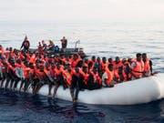 Ein gerettetes Flüchtlingsboot im Mittelmeer im Juni 2018. (Bild: Keystone/EPA MISSION LIFELINE/HERMINE POSCHMANN / MISSION LIFE)