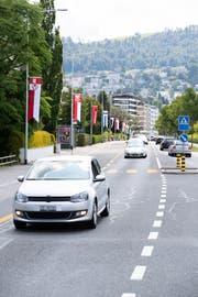 Die Gemeinden putzen sich für das ESAF heraus. Die Zuger Vorstadt wurde mit Flaggen von den verschiedenen Kanton und Zuger gemeinden geschmückt.(Bild: Roger Zbinden, 13. Juli 2019)
