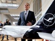 «Wir sehen keine Zurückhaltung - im Gegenteil»: Lufthansa-Konzernchef Carsten Spohr zu den Buchungszahlen inmitten der Klimadiskussion. (Bild: KEYSTONE/AP/MICHAEL PROBST)