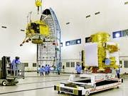 Eine Rakete sollte den Orbiter Chandrayaan-2 nach Angaben der indischen Weltraumbehörde am Sonntagabend von der Insel Andhra Pradesh ins All befördern. (Bild: KEYSTONE/EPA/INDIAN SPACE RESEARCH ORGANISATION HANDOUT)