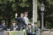 Emmanuel Macron am Sonntag an der Militärparade zum französischen Nationalfeiertag. (Bild: Rafael Yaghobzadeh/AP, Paris, 14. Juli 2019)
