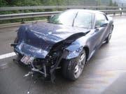 Niemand verletzt, aber 350'000 Franken Sachschaden: Am Sonntagabend verlor ein Autofahrer auf der A2 bei Wassen UR die Herrschaft über seinen Ferrari. (Bild: Urner Kantonspolizei)