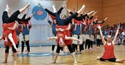 Die Eidgenössischen Nationalturner – vorwiegend aus dem Thurgau – zeigen an der Gymnaestrada in Dornbirn eine akrobatische Darbietung. (Bild: PD)