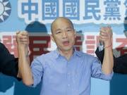 Der Bürgermeister der taiwanesischen Hafenstadt Kaohsiung, Han Kuo-yu, hat die parteiinterne Ausmarchung gewonnen und wird für die oppositionelle Kuomintang-Partei bei der Präsidentenwahl antreten. (Bild: KEYSTONE/AP/CHIANG YING-YING)