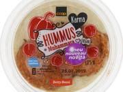 Enthält Walnuss und Gluten und ist damit für Allergiker gefährlich: Der von Coop zurückgerufene «Karma»-Hummus. (Bild: Coop)