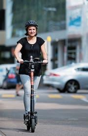 Mitarbeiterin Laura Sibold genoss die Fahrt – trotz kleinen Zwischenfällen. (Bilder: Stefan Kaiser, Zug, 15. Juli 2019)