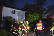Die Feuerwehr stand mit rund 25 Angehörigen im Löscheinsatz.