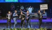 Die Schweizer Delegation an der Eröffnungszeremonie der Internationalen Physik-Olympiade (von links nach rechts): Hiro Farré, Jonas Hofmann, Nicolas Schmid, Fabian Graf und Cédric Solenthaler. (Bild: PD)