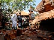Das jüngste Erdbeben vor der indonesischen Ferieninsel Bali führte unter anderem zu Schäden an einem Tempel. (Bild: KEYSTONE/AP/FIRDIA LISNAWATI)
