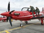 Verbot für das Support-Angebot von Pilatus in Saudi-Arabien und den arabischen Emiraten: Ein Schulungsflugzeug PC-21, hier in Emmen LU. (Bild: KEYSTONE/CHRISTIAN BEUTLER)