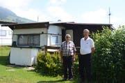 Alois Wenk mit Rekordcamper Hermann Dubach (rechts).
