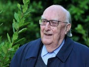 Der italienische Bestseller-Autor Andrea Camilleri ist mit 93 Jahren am Mittwoch gestorben. Bekannt ist er vor allem für seine Krimis um den Kommissar Salvo Montalbano. (Bild: Keystone/EPA/CLAUDIO PERI)