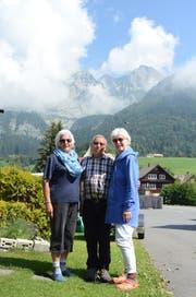 Paula Metzger, Alois Wenk und Danielle Charrière vor dem Schafberg (von links). Bilder: Bianca Helbling