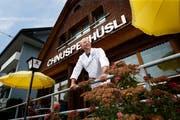 Franco Höhener hat das Restaurant in Oberägeri übernommen und wiedereröffnet nachdem es zehn Jahre geschlossen war. (Bild: Stefan Kaiser, Oberägeri, 17. Juli 2019)