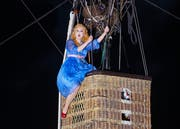 Sopranistin Mélissa Petit (als Gilda) fliegen die Publikumsherzen zu. (KEYSTONE/Eddy Risch)
