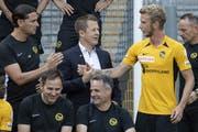 Klatscht neu mit Trainer Gerardo Seoane (links) und Sportchef Christoph Spycher (Mitte) ab: Fabian Lustenberger. (Peter Schneider/Keystone)