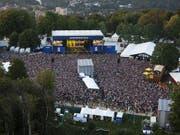 Das 36. Gurtenfestival zieht eine positive Bilanz: Bei schönem Wetter besuchten jeweils Tausende Menschen die Konzerte auf dem Berner Hausberg. (Bild: KEYSTONE/PETER KLAUNZER)