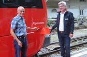 Joe Manser, Festredner, und Thomas Halter, Leiter Betriebe bei den Appenzeller Bahnen, beim offiziellen Taufakt.Bild: Astrid Zysset