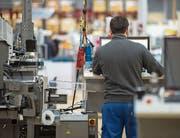 Blick in die Produktion des Dierikoner Kabelverarbeitungsmaschinenherstellers Komax. (Bild: Dominik Wunderli, Dierikon, 14. März 2019)