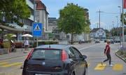 Heute gibt es nur einen Zebrastreifen am Bahnhof. Die Grünen fordern nun den ganzen Platz für den Langsamverkehr ein. (Bild: Mario Testa)