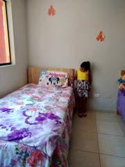 Eines der Mädchen im neuen Wohnmodul, das unter anderem mit Geldern des Rotary Clubs Flawil gebaut worden ist. (Bild: PD)