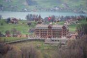 Das Hotel Paxmontana in Flüeli von St. Niklausen aus gesehen. (Bild: Pius Amrein, 28. März 2019)