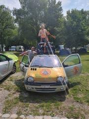 Mit diesem Renault Twingo vom Schrottplatz will das Team Az Baatar über 20'000 Kilometer zurücklegen. (Bild: PD)