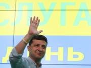 Der ukrainische Präsident Wolodymyr Selenskyj darf nach der Parlamentswahl mit der absoluten Mehrheit der Sitze rechnen. (Bild: KEYSTONE/EPA/TATYANA ZENKOVICH)