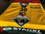 Auf dem gelben Auswärtstrikot prangt in der kommenden Saison auch das Clublogo und nicht mehr die drei Buchstaben HCT. (Bild: Matthias Hafen)