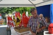 Für Händler Robert Keller gehört das Feuerwerk zum Nationalfeiertag einfach dazu. (Bild: Simon Zumbach)
