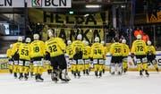 Im Halbfinal gegen La Chaux-de-Fonds war für den HC Thurgau dann Schluss. Nach dem verlorenen fünften Spiel und einer insgesamt grossartigen Saison werden die Ostschweizer von ihren Anhängern dennoch gefeiert. (Bild: Mauricette Schnider, La Chaux-de-Fonds, 20. März 2019)