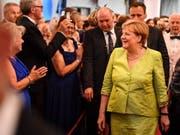 Die deutsche Kanzlerin Angela Merkel schaute sich auch am Freitagabend eine Darbietung bei den berühmten Bayreuther Festspielen in Deutschland an. (Bild: KEYSTONE/EPA/PHILIPP GUELLAND)
