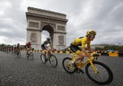 Der letztjährige Tour-de-France-Sieger Geraint Thomas am 29 Juli 2018 auf den Champs Élysées (AP Photo/Christophe Ena)