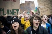 Die Klimajugend plant, den Druck auf die Politik mit Aktionen zivilen Ungehorsams zu erhöhen. (Bild: Jean-Christophe Bott/Keystone)