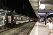 22.40 Uhr: Der Extrazug mit den GC-Fans setzt sich in Bewegung Richtung Zürich.