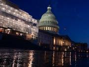 Das US-Repräsentantenhaus billigte einen Haushaltskompromiss zwischen dem republikanischen US-Präsidenten Donald Trump und den oppositionellen Demokraten. (Bild: KEYSTONE/AP/ALEX BRANDON)