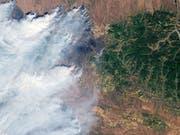 Am nördlichen Polarkreis brennt's wie selten zuvor: Nasa-Satellitenaufnahme eines Waldbrands in Sibirien. (Bild: Keystone/EPA NASA/NASA / HANDOUT)