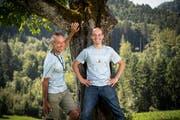 Nach 24 Stunden und 50 Minuten im Ziel: Christoph Sturzenegger und Silvan Steiner. (Bild: Ralph Ribi)